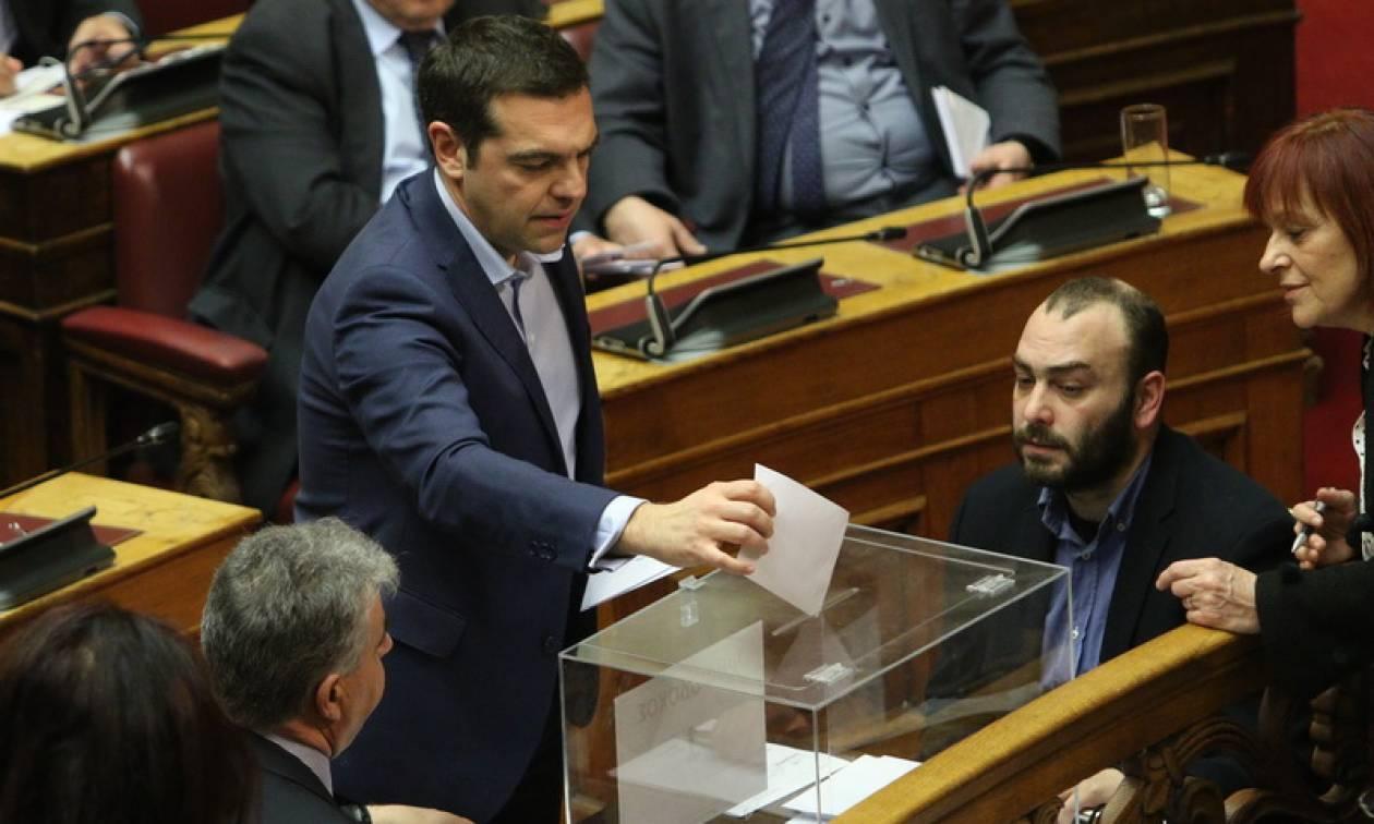 Κοινοβουλευτικές πηγές ΣΥΡΙΖΑ: Αρκετοί βουλευτές ψήφισαν σε λάθος κάλπη