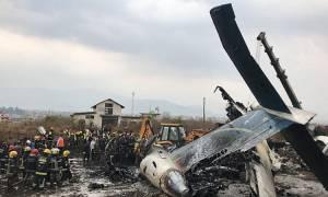 Νεπάλ: Τουλάχιστον 50 οι νεκροί από τη συντριβή αεροσκάφους στο Κατμαντού (pics&vids)