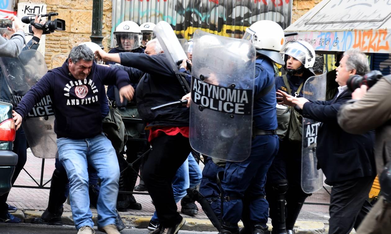 Πλειστηριασμοί: Σοβαρά επεισόδια έξω από συμβολαιογραφείο στο κέντρο της Αθήνας - Πέντε τραυματίες