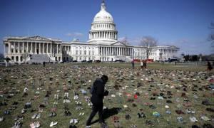 Τι κάνουν 7000 παπούτσια έξω από το καπιτώλιο των ΗΠΑ; (video)