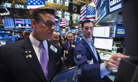 Μικτές τάσεις στη Wall Street με επενδυτικούς φόβους για εμπορικό πόλεμο