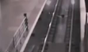 Βίντεο: Τρένο... φάντασμα μεταφέρει επιβάτες σε παράλληλο σύμπαν;