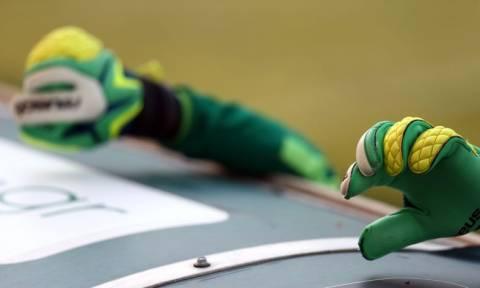 Απίστευτο βίντεο: Τερματοφύλακας του Παναθηναϊκού αποκρούει μπαλάκια... τένις (video)