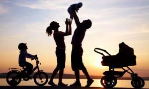 ΣτΕ: Τα παιδιά μπορούν να έχουν και το επώνυμο της μητέρας