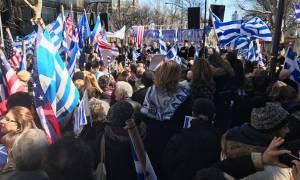 «Η Μακεδονία είναι ελληνική» - Χιλιάδες ομογενείς διαδήλωσαν στη Νέα Υόρκη (vid)