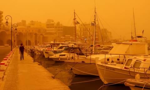 Καιρός τώρα: «Πνιγμένη» και την Παρασκευή η χώρα από τη σκόνη - Πού θα σημειωθούν βροχές (pics)