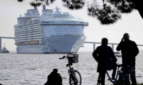 Symphony of the seas: Το μεγαλύτερο κρουαζιερόπλοιο του κόσμου σήκωσε άγκυρες