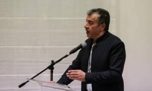 Θεοδωράκης: Απαραίτητη η εθνική συνεννόηση στα εθνικά θέματα