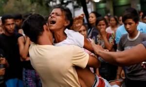 Εκτός ελέγχου η κατάσταση στη Βενεζουέλα: Η λίστα θανάτου από τη φωτιά σε αστυνομικό τμήμα μεγαλώνει