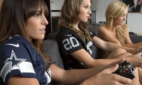 Υπέρτατο! Σέξι gamer ξέχασε την κάμερα ανοιχτή και ξεκίνησε τα… παιχνίδια! (video)