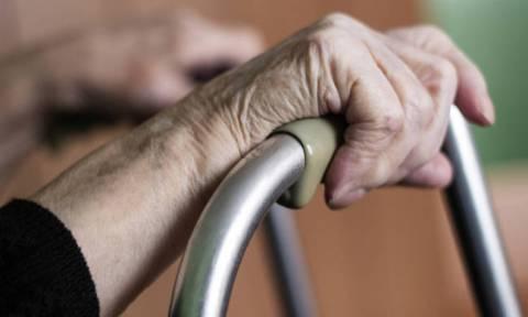 Φρίκη: 17χρονος «μπούκαρε» σε σπίτι και βίασε 81χρονη