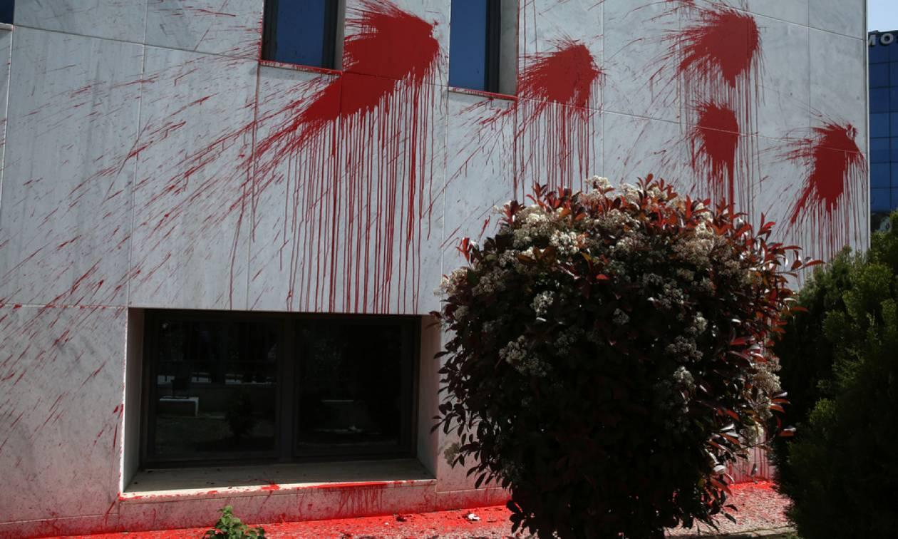 «Καταδρομική» επίθεση κουκουλοφόρων στο Διοικητικό Πρωτοδικείο Αθηνών (pics)