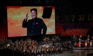 Η πρώτη ποπ συναυλία στη Βόρεια Κορέα είναι γεγονός και ο Κιμ Γιονγκ Ουν ήταν φυσικά εκεί (Pics)