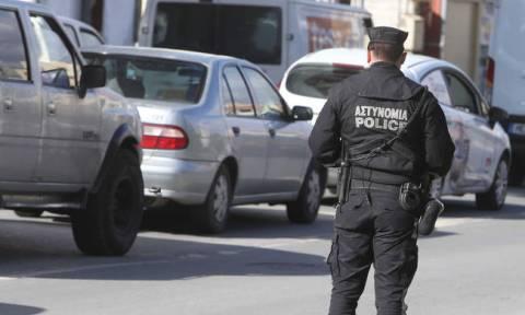 Σε διαθεσιμότητα δυο αστυνομικοί: Είχαν κάνει το περιπολικό «ταξί» (Vid)
