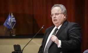 Σκοπιανό: Ο Κοτζιάς ενημερώνει τους πολιτικούς αρχηγούς, πλην Μητσοτάκη