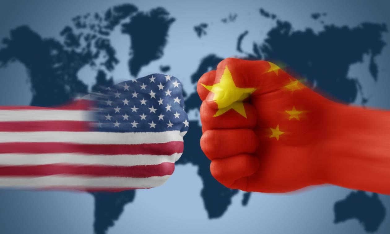 Ο παγκόσμιος εμπορικός πόλεμος μόλις ξεκίνησε: Η Κίνα «χτυπά» τις ΗΠΑ με δασμούς σε 128 προϊόντα