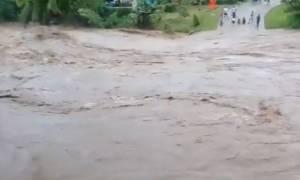 Φονικός τυφώνας σαρώνει τα νησιά Φίτζι (vid)