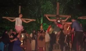 Απίστευτο βίντεο: Άγριο ξύλο στον «Ρωμαίο στρατιώτη» που «τρύπησε» τον «Ιησού»!