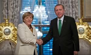 Γερμανία: Η Μέρκελ θέλει να «χαρίσει» στον προκλητικό Ερντογάν τρία δισεκ. ευρώ