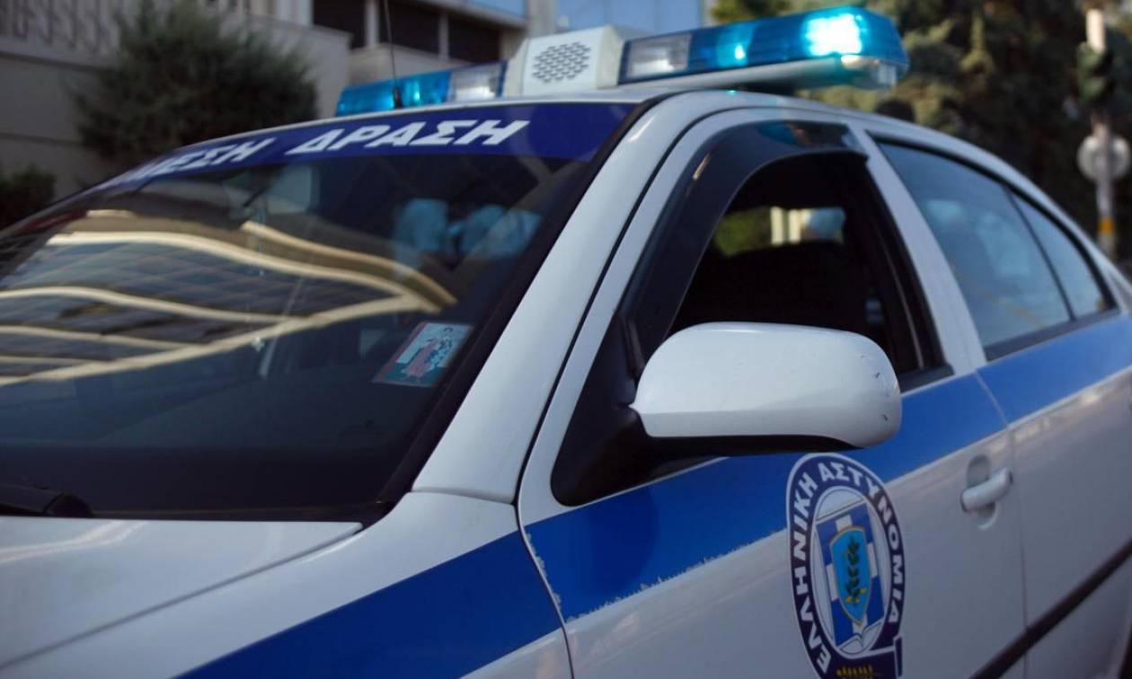 Πυροβόλησαν δικαστικό επιμελητή στα γραφεία της εφημερίδας «Μακελειό» του Στέφανου Χίου