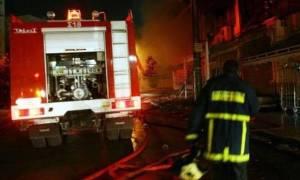 Φωτιά ΤΩΡΑ: Στις φλόγες κτήριο στο κέντρο της Αθήνας