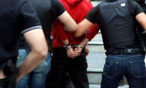 Αθήνα: Έπιασαν επ' αυτοφώρω «πορτοφολάδες» μέσα σε τρόλεϊ