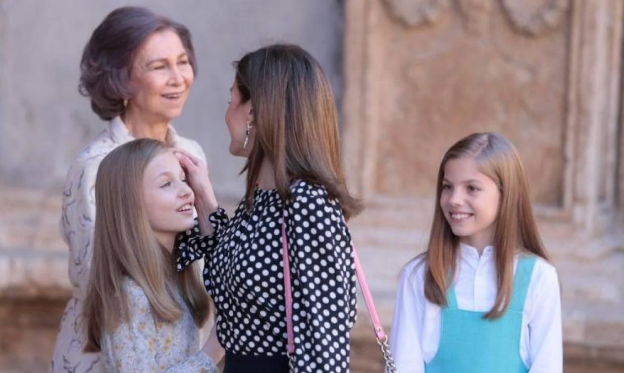 Δεν φαντάζεστε τι έκανε η Βασίλισσα Λετίθια όταν η Ελληνίδα πεθερά της φίλησε την κόρη της! (video)