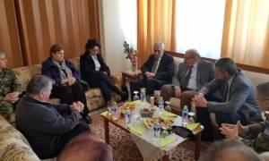 Τηλεφωνική επικοινωνία Κουβέλη με τους γονείς των Ελλήνων στρατιωτικών
