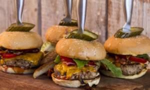 Τι κίνδυνο αντιμετωπίζετε αν τρώτε συχνά εκτός σπιτιού