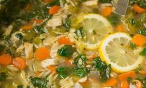 Κοτόσουπα με λεμόνι και σπανάκι! Η ελαφριά επιλογή για την Ανάσταση