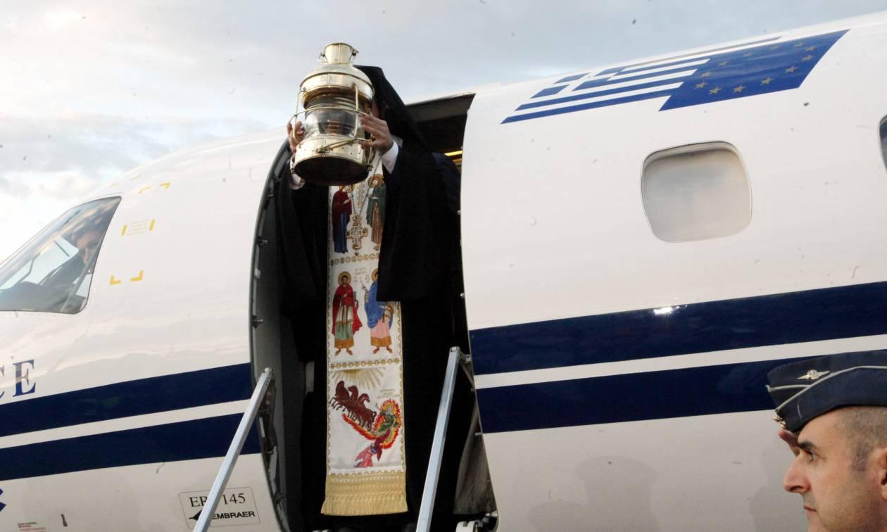 Πάσχα 2018: Λαμπρή υποδοχή του Αγίου Φωτός στην Ελλάδα