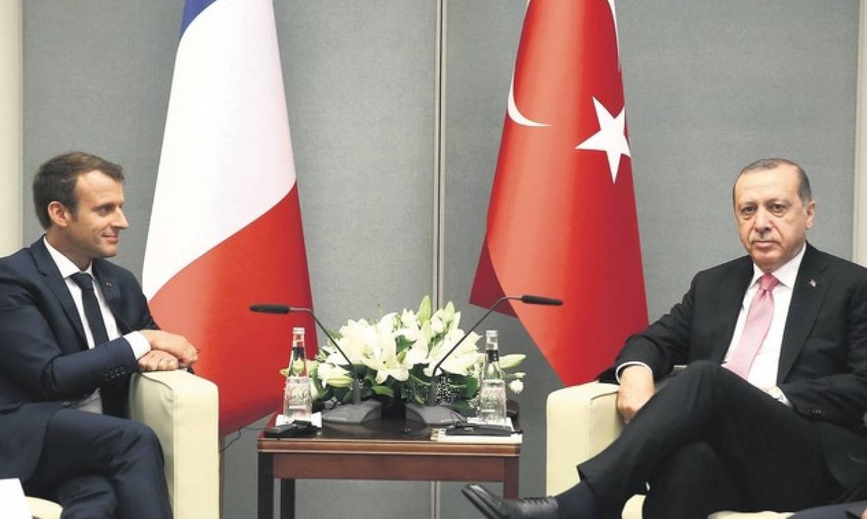Έξαλλος… ξανά με τον Μακρόν ο Ερντογάν: Υποθάλπεις τρομοκράτες!