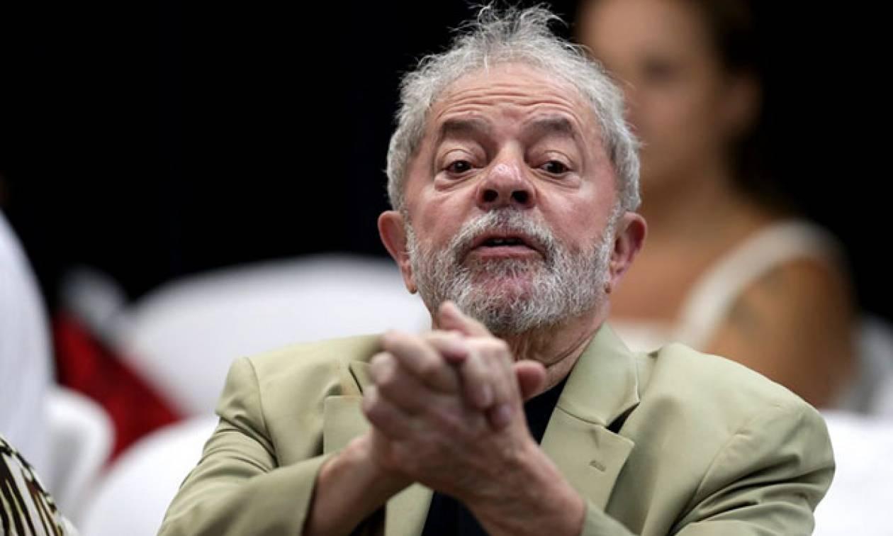 Βραζιλία: Υποστηρικτές του πρώην προέδρου Λούλα τον εμπόδισαν να παραδοθεί στην αστυνομία
