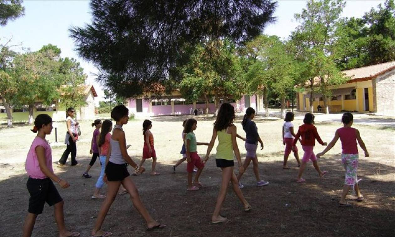 ΟΑΕΔ: Πότε ξεκινούν οι αιτήσεις για το πρόγραμμα παιδικών κατασκηνώσεων