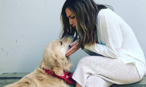 Δέσποινα Βανδή: Αγκαλιές και χάδια με τα σκυλιά της ανήμερα του Πάσχα