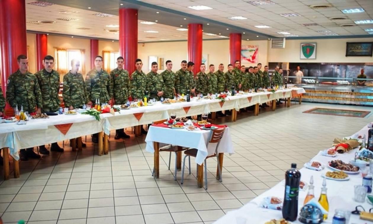 Συγκίνηση: Κενά τραπέζια σε στρατόπεδα και άδεια στασίδια σε ναούς για τους Έλληνες στρατιωτικούς