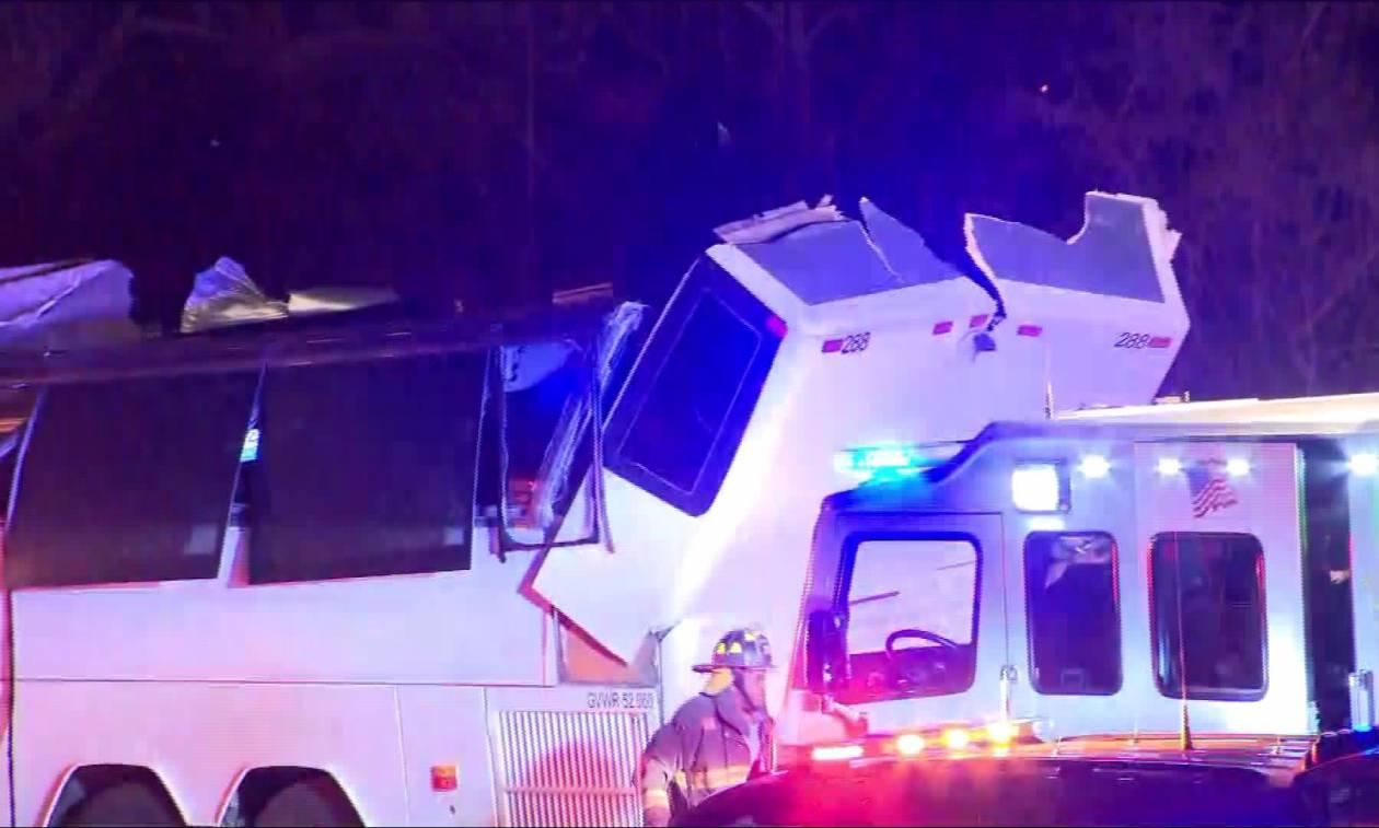 Η.Π.Α.: Λεωφορείο που μετέφερε μαθητές έπεσε σε πεζογέφυρα - Αναφορές για τραυματίες