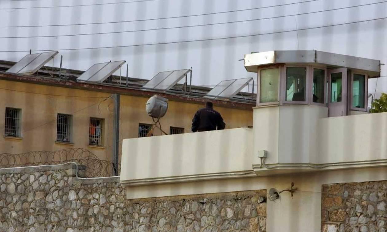 Άγριος ξυλοδαρμός κρατούμενου στις φυλακές Τρικάλων