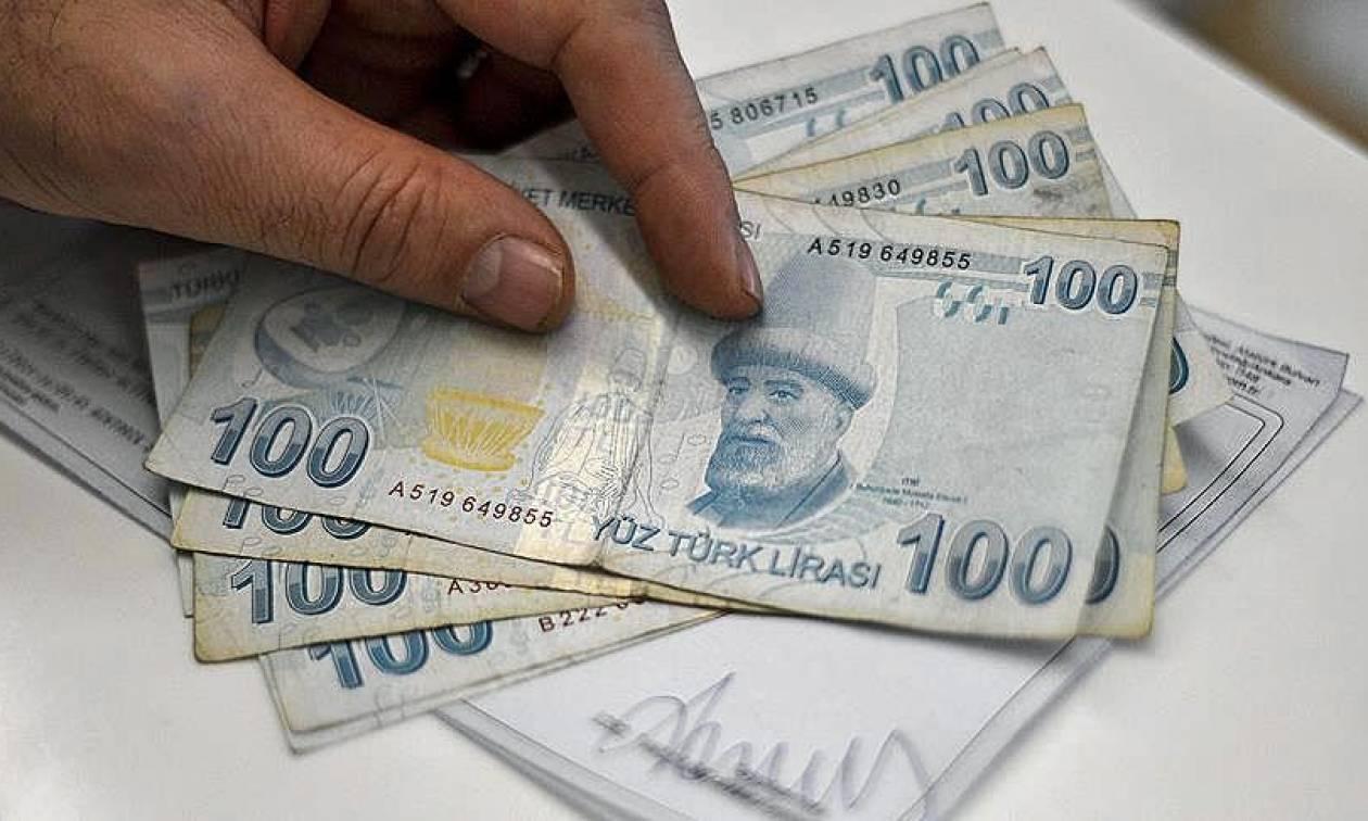Στα «Τάρταρα» η τουρκική οικονομία: Νέα ιστορικό χαμηλό για την τουρκική λίρα