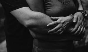 Σάλος στην Εύβοια: Η αγκαλιά που του στοίχισε… ακριβά