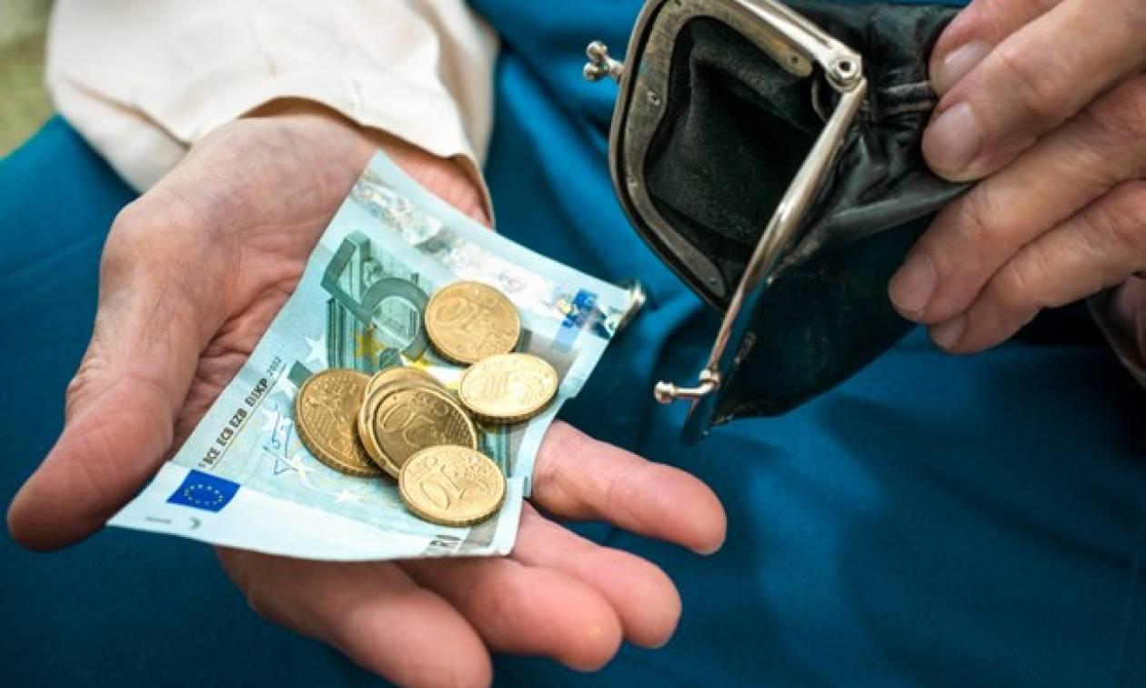 «Άνω-κάτω» με τα κατώτατα όρια - Δείτε πόσα χάνουν οι χαμηλοσυνταξιούχοι