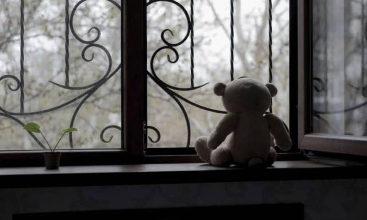 Καλαμάτα - Σοκ: Μητέρα εγκατέλειψε τα τέσσερα ανήλικα παιδιά της στην πόρτα του εισαγγελέα