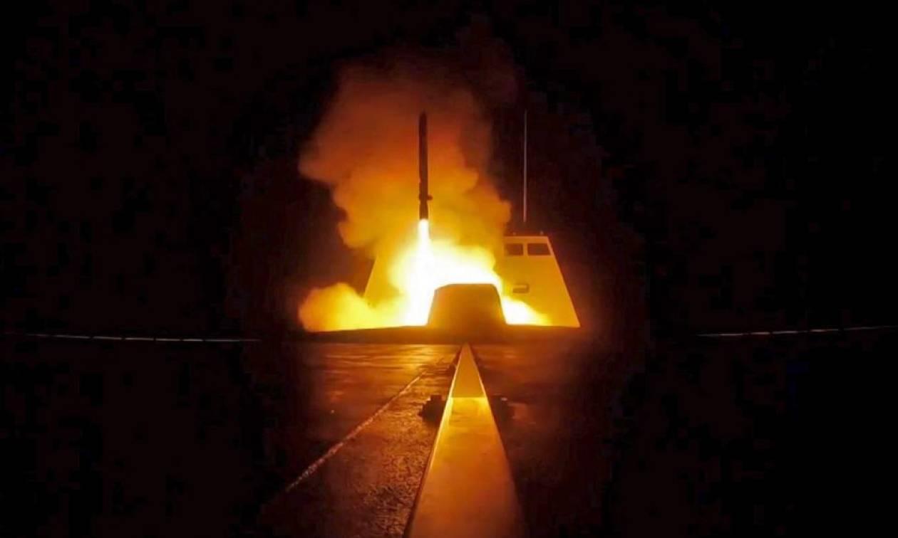 Πόλεμος Συρία: Δείτε καρέ - καρέ την εντυπωσιακή εκτόξευση πυραύλου από γαλλική φρεγάτα (Vid)