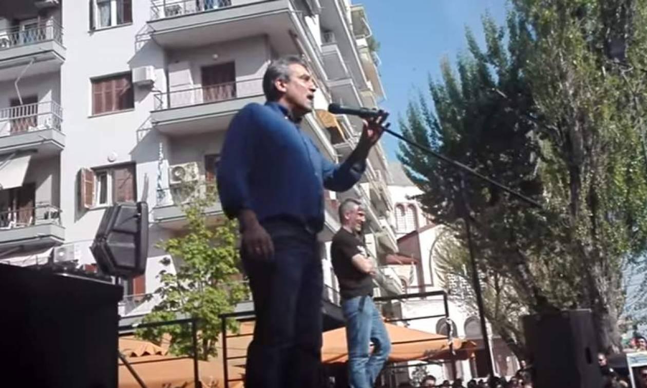 Βουλευτής φωνάζει μαζί με οπαδούς: «Να καεί, να καεί, η πουτ@@@ η Βουλή» (video)