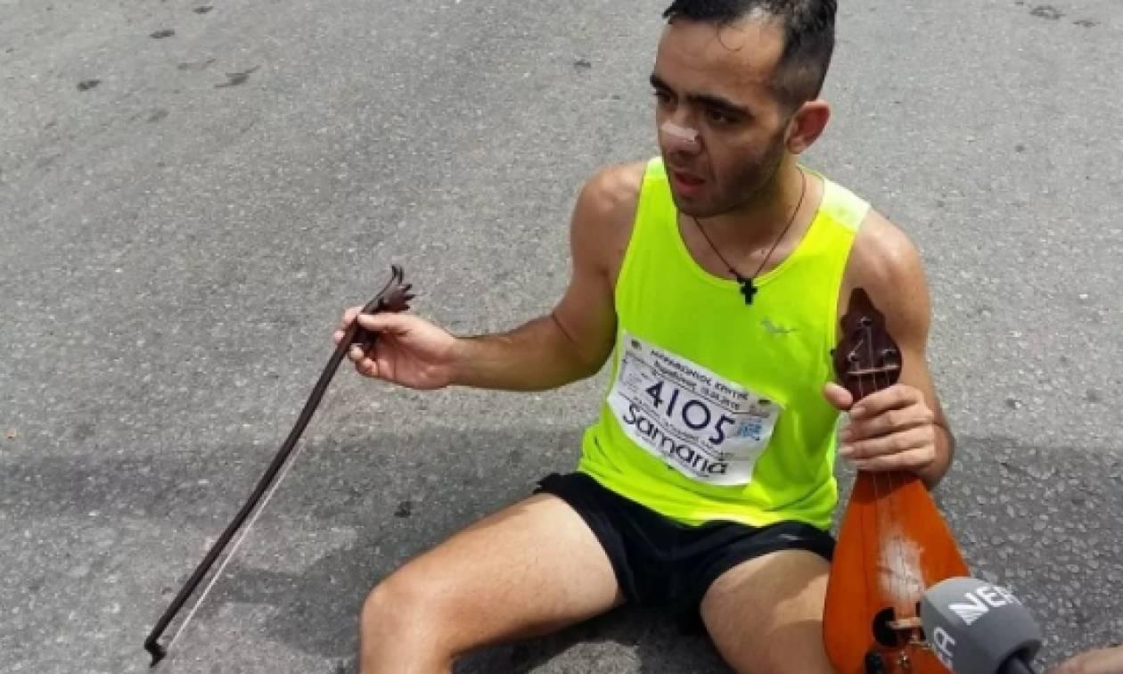 Συγκίνηση: Τερμάτισε στο Μαραθώνιο Κρήτης παίζοντας μαντινάδα για τον Γιώργο Μπαλταδώρο (vid)