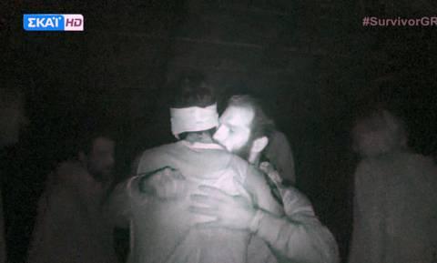 Survivor 2: Έκπληξη! Ο Αγόρου επέστρεψε μες στη νύχτα στην καλύβα και τους συμπαίκτες του!