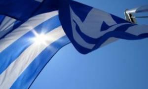Περηφάνια: Τρεις νεαροί ύψωσαν την ελληνική σημαία στη βραχονησίδα Ανθρωποφάς (photos)