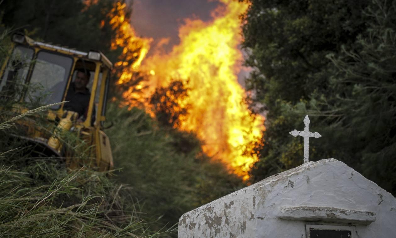 Φωτιά - Ηλεία: Συνεχίζεται η «μάχη» με τις φλόγες - Βελτιωμένη η κατάσταση στη Φρίξα (pics&vids)