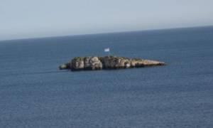 Βίντεο - ντοκουμέντο: Η ελληνική σημαία κυματίζει κανονικά στη βραχονησίδα Ανθρωποφάς