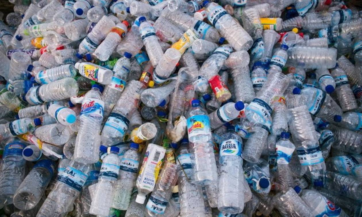 Επιστήμονες δημιούργησαν τυχαία ένα ένζυμο που τρώει πλαστικά μπουκάλια
